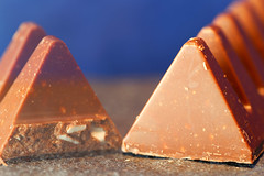 Toblerone (Pascal Volk) Tags: toblerone swisschocolate schweizerschokolade macro makro 100mm closeup nahaufnahme macrodreams bokeh dof depthoffield mehrfachbelichtung multipleexposure esposizionemultipla exposiciónmúltiple invierno winter canoneosr canonef100mmf28lmacroisusm aputureamaranalf7 manfrotto mt055xpro3 468mgrc2 dxophotolab dxocolorefexpro nikcollection macromondays triangle
