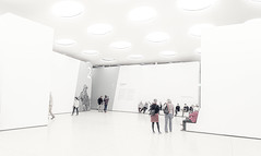 Städelmuseum - Frankfurt (Max Pa.) Tags: frankfurt museum germany deutschland architektur architecture light licht lights lichter kuppel decke weiss white weis van gogh city inside eos canon r travel urban photography