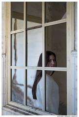 , , (Matías Brëa) Tags: retrato portrait mujer woman girl color ventana window
