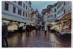 Piazza delle Erbe - Bolzano (luca.colcia22) Tags: mercato market bozen bolzano italy piazza delle erbe 135 35mm olympus om1 hzuiko autow 128 f24mm kodak colorplus 200 200iso analog analogica film filmphotography rullino italia