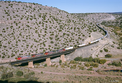 ATSF 555 West at Abo Canyon, NM (thechief500) Tags: atsf abocanyon bnsf clovissubdivision railroads nm usa santaferailway newmexico b408w