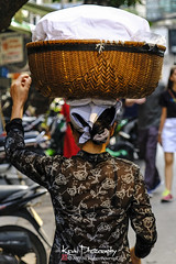 FXT23307 (kevinegng) Tags: vietnam northernvietnam hanoi streetphotography cityscene oldquarter carryingwithhead headcarrying skill technique amazingskill