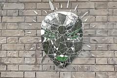 Green face (Paris, Montmartre) (no_christian) Tags: paris capitale france europe europa 75 labuttemontmartre buttemontmartre montmarte streetart street art rue mur wall mosaïque mosaic collage glue imagination visage face chn christian noé