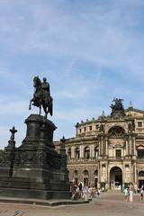Dresden (annelies_visser) Tags: dresden zwinger saksen sachsicherschweiz history historisch paleis museum standbeeld
