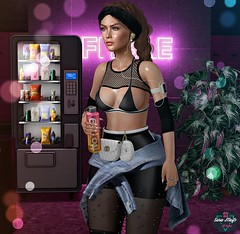 💪 Fit Girl! 💪 (♛Sara Meifs♛) Tags: wasabi nuno eudorabeauty ddl level swallow valekoer gacha fit water drink secondlife gamer avatar virtual girl