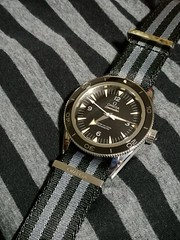 2020-01-12_07-28-50 (imranbecks) Tags: omega seamaster 300 master coaxial chronometer calibre 8400 antimagnetic 300mc sm300 liquidmetal ceramic bezel watch watches dive diver divers timepiece 23330412101001 james bond 007 nato strap