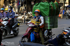 FXT23325 (kevinegng) Tags: vietnam northernvietnam hanoi streetphotography cityscene oldquarter delivery deliveryman logistic skill technique amazingskill