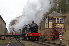 Departing Shackerstone (Andrew Edkins) Tags: greatwestern gwr wightwickhall 6989 shackerstone canon hallclass light geotagged railwayphotography signalbox shed battlefieldline preservedrailway 30742charter steamtrain leicestershire january 2020 travel trip winter