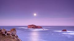 Gabeiras MoonSet (pepe.anacadabra) Tags: costaártabra ferrol galicia islasgabeiras lunallena olympus em1markii enero2020 largaexposición leefilters longexposure moonset pepeanacadabraes