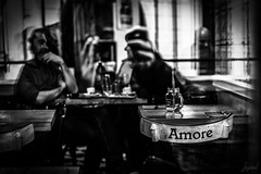 J'ai photographié l'Amore. (LACPIXEL) Tags: amore amour amor love chaise chair silla restaurant restaurante pizza italien italiano italian people personne gens gente manger eat eating comer rue street calle sony noiretblanc blancoynegro blackwhite flickr lacpixel reflet reflejo reflexion