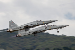 Republic of China Air Force (RoCAF) Northrop F-5E 5286 and F-5F 5374 taking off from Taitung/Jhihhang Air Base east of Taiwan (Jeroen.B) Tags: 2019 roc rocaf republicofchina taiwan 中華民國空軍 5286 00307 f5e vg1013 5374 80881 f5f vf1006 taitung jhihhang air base northrop f5 rcqs