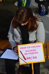 Correction de copie... (Jeanne Menjoulet) Tags: retraites manifestation paris manif manifestants janvier2020 demonstration france defense pensions prof blanquer macron copie projet