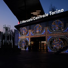 Mercato Centrale Torino (VauGio) Tags: fujixf10 fuji xf10 torino turin mercato dark scuro sera evening piedmont piemonte portapalazzo baloon italy italia