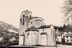 Santa Cruz de la Seros, Huesca (Jakvier) Tags: pirineos huesca jacetania caminodesantiago aragón