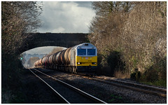 The long drag (Mark Gowing) Tags: 60066 class60 6b13 woolaston freighttrain murcotanks