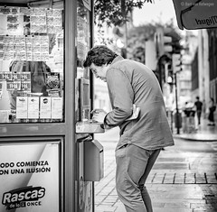 Rascas (Bart van Hofwegen) Tags: lottery once elonce booth man street streetphotography city spain citystreet citylife citypeople urban urbanphotography urbanlife monochrome blackandwhite málaga malaga
