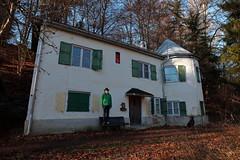 edzart duke of aalmont's private estate (bkellerstrass) Tags: cottage building old haus gebäude alt hund mann man dog selfie grün green