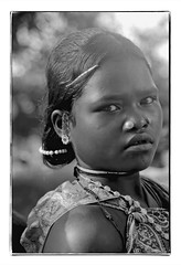Odisha : Dhrua girl - 2 (foto_morgana) Tags: adivasi adolescent analogphotography analogefotografie photographieanalogue asia asie azië asiangirl blackwhitephotography canoneos1 dharua earrings face gezicht visage filmnoir girl hairpin haarspeld head headshot india indigenousculture jewellery joaillerie sieraad kodakt400cn koraput monochrome necklace nikoncoolscan nosejewel jewelry noseplug odisha on1photoraw2020 portrait portret portraiture stare topazdenoiseai travelexperience vuescan zwartwitfotografie
