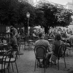 Companionship (lebre.jaime) Tags: austria upperaustria salzburg streetphotography people café analog mediumformat squareformat 6x6 film120 ilford fp4 iso125 hasselblad 500cm carlzeiss planar cf2880 bw blackwhite noiretblanc nb pb pretobranco epson v600 affinity affinityphoto