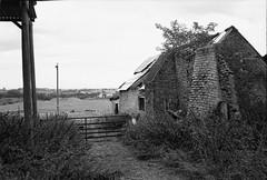 Ricoh 500RF - Ilford Delta 100 Pro (2) (meniscuslens) Tags: ruin gate farm barn bedfordshire leighton buzzard heath reach vintage film camera ricoh 500rf ilford delta bw bnw mono monochrome