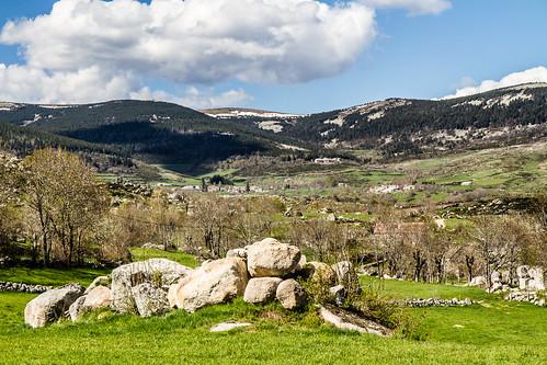 Le mont Lozère dominant le village de Finiels