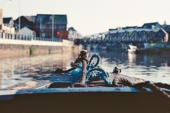 arrival (Mano Green) Tags: boat canal narrowboat northwich town bridge cheshire water waterways england uk april spring 2017 rope prow journey canon eos 300 70300mm lens kodak gold 200 35mm film