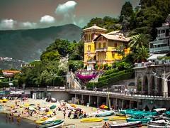 Recordando La Spezia, Levanto (Bonsailara1) Tags: bonsailara1 italia italy levanto laspezia playa beach architecture arquitectura viaje travel bañistas people sea mar nwn