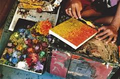 the colors of happiness (omnia_mutantur) Tags: bali indonesia batuan sukawati kabupaten gianyar hands mani manos mains colors cores couleurs colores colori art arte pittura asia asie mãos painting retratos quadros quadri dewapututorisgallery
