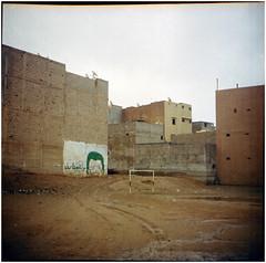 .absence makes the sense go dark (Herr Benini) Tags: morocco kiev88 analog film kodak kodakportra400 africa taroudant footbal calcio porta tor