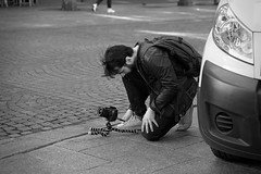 Setting up a picture. (Nicolas Winspeare) Tags: urban street candid streetphotography candidstreetphotography streetlife urbanlandscape naturallight outdoor city scene human life expletive society culture lifestyle people moment decisive mood