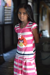 rohingya girl in her angry birds dress (the foreign photographer - ฝรั่งถ่) Tags: rohingya girl child khlong thanon portraits bangkhen bangkok thailand nikon d3200