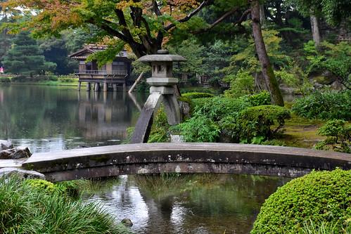 Kotoji-toro Lantern & Kōmon Bridge, Kenrokuen Garden, Kanazawa, Japan