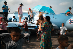 * (Sakulchai Sikitikul) Tags: street snap streetphotography summicron songkhla sony a7s 35mm leica thailand children airplane