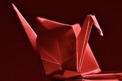 Origami art & triangle (Mireille L.) Tags: macromondays triangle origami red crane macrophotography ღღcosasdecasaღღ onecolour