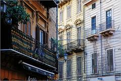 Dans le vieux Palerme, Sicile, Italie (claude lina) Tags: claudelina italia italie italy sicilia sicile sicily palermo palerme ville town cita architecture immeuble building