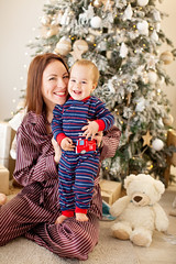 Anya and Harry (Yulchonok) Tags: people canon family mother christmas boy emotions smile 50mm