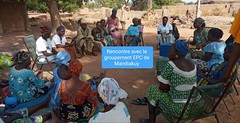 Project staff in Mali hold discussions with members of Mandiakuy EPC group.