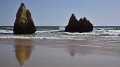 Die Küste bei Três Irmãos; Portimão, Algarve (303) (Chironius) Tags: portugal algarve portimão schatten atlantik atlantischerozean atlanticocean naturstein