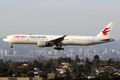 China Eastern Airlines | Boeing 777-300ER | B-2020 | Los Angeles International (Dennis HKG) Tags: aircraft airplane airport plane planespotting skyteam canon 7d 100400 losangeles klax lax chinaeastern chinaeasternairlines ces mu boeing 777 777300 boeing777 boeing777300 777300er boeing777300er b2020