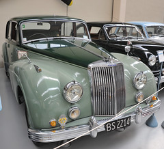 1956 Armstrong Siddeley (D70) Tags: 1956 armstrong siddeley paraparaumunorth wellington newzealand 6cylinder overheadvalve 24425cc preselectortransmission 7207ofthismodelproduced southward car museum green southwardcarmuseum