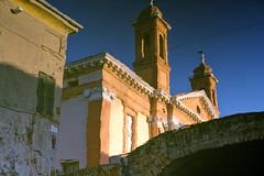 L' hôpital dans le canal - Comacchio la vie calme (Paolo Pizzimenti) Tags: comacchio vie calme reflet couleurs vivant fujifilm xpro3 f14 fujinon italie paolo canal pont film pellicule argentique xf35