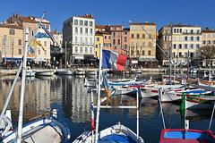 La Ciotat / Old port (Pantchoa) Tags: laciotat provence côtedazur portvieux eau ciel bleu reflets façades bateaux drapeau français violiers barques mer méditerranée côte z50 nikon bleublancrouge