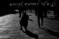 the photographer and the people (heinzkren) Tags: schwarzweis vienna wien street city light shadow people urban blackandwhite black monochrome silhouette candid streetphotography canonr eosr winter art outdoor reflection backlight human tourists man men magic path abstract dark