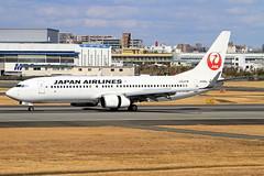 JA329J Japan Airlines Boeing 737-846 (阿樺樺) Tags: ja329j japanairlines boeing 737846