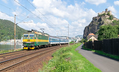 163.062 (michaelketzenberg) Tags: čd českédráhy ustínadlabem ustí ustínl střekov hradstřekov burg castle czech czechrepublic czechnature train trains railway rail railroad labe elbe river way green sommer peršing čd163 čd163062 163062 1630623 eisenbahn železnice