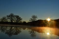 DSC_9243 (griecocathy) Tags: paysage lever soleil lac brume arbre montagne eau reflet ciel bleu jaune oranger noir crème blanc sombre lumineux