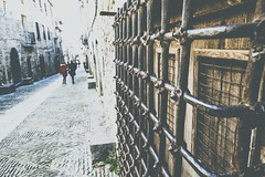 Aínsa-Sobrarbe (Gonzalo Castán) Tags: nikond700 calle altoaragón nikon huesca street españa pirineo viaje spain nikkor24mm travel streetphotography aragón lightroom