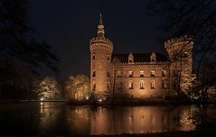 Schloss Moyland (gabrieleskwar) Tags: schloss castle moyland mauern walls fenster windows dächer roofs licht light lichtschein gleamoflight bäume trees wasser water spiegelung reflection