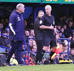 Glyn Hodges v linesman (Packhorsetravel) Tags: portsmouthvwimbledonafc skybet leagueone 11012020 photobarryzee portsmouth hampshire england glynhodges