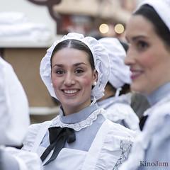 La doncella (kinojam) Tags: retrato portrait chica girl doncella criada uniforme cabalgata zaragoza kino kin0jam canon canon6d sonrisa smile